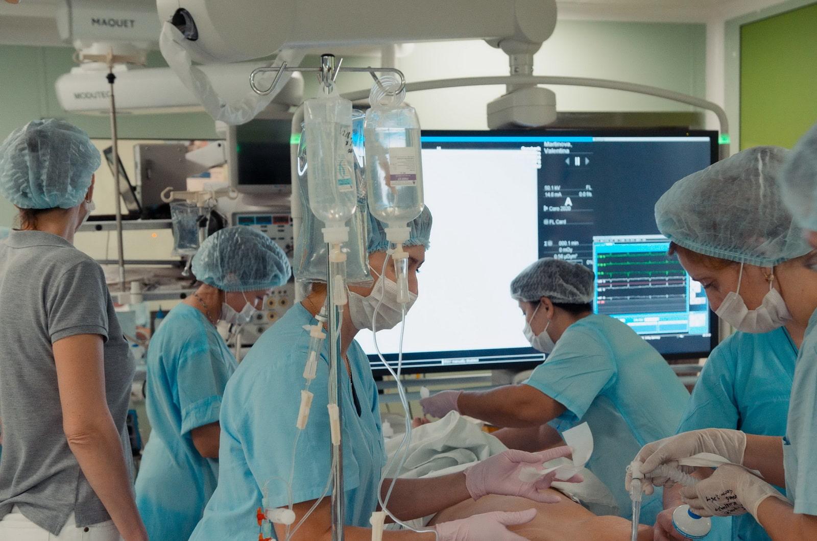 Первая гибридная операция на сердце проведена в Беларуси
